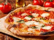 Постна италианска пица с песто и моцарела